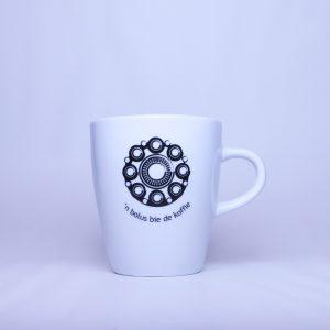 Kleine Zeeuwse mok van 20 cl met de tekst 'n bolus bie de koffie